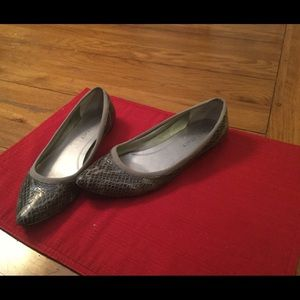 Ellen Tracy Leather Snakeskin Flats EUC